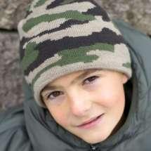 Camouflage Mütze mit Baumwollinnenfutter, beliebt bei kleinen Jungen.