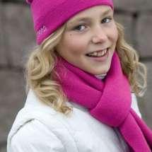 Dicker Strickschal in drei verschiedenen Farben. Für Mädchen, als auch für Jungen.