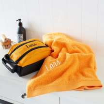 Premium Milano Kulturtasche mit passendem Pure exclusive Badehandtuch.