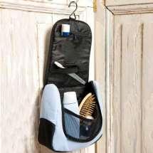 Kulturtasche mit Haken, aus wasserabweisenden Nylon, und Namensbestickung.
